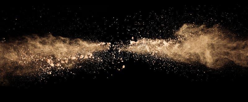 Abstrakt barwił brązu prochowego wybuch odizolowywającego na czarnym backgr zdjęcia royalty free