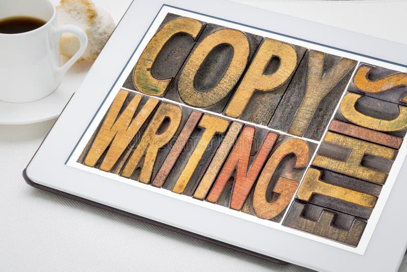 Abstrakt begrepp f?r Copywriting etikord i tr?typ arkivbilder