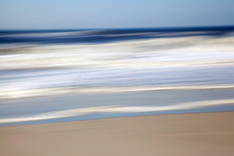 Abstrakt begrepp- och för rörelsesuddighet Seascapeblått, beiga och vit arkivfoto