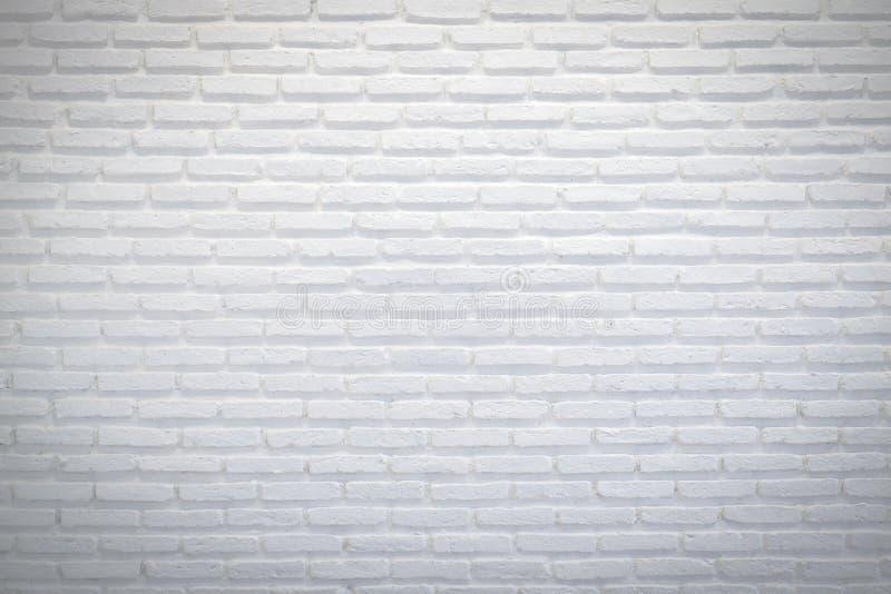 Abstrakt begrepp red ut textur befläckt gammalt stuckaturljus - gråna och åldras för tegelstenväggen för målarfärg vit bakgrund royaltyfri fotografi