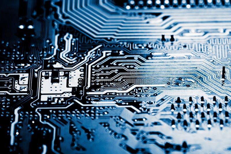 Abstrakt begrepp slut upp av elektroniska strömkretsar i teknologi på Mainboard datorbakgrund royaltyfri foto