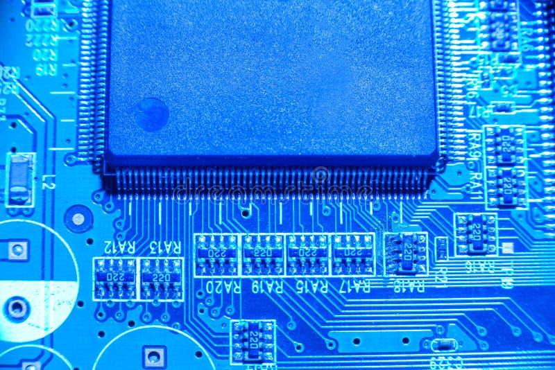Abstrakt begrepp slut upp av strömkretsar som är elektroniska på Mainboard dator T royaltyfria foton