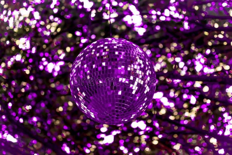 Abstrakt begrepp ultra Violet Disco Ball arkivbild