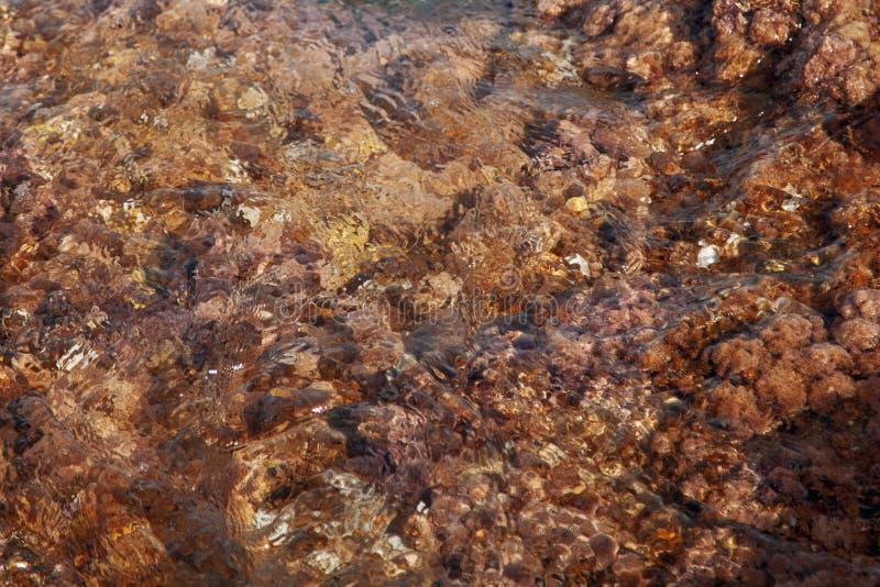 Abstrakt bild av bakgrund för havsstentextur i vawes av vatten arkivfoto