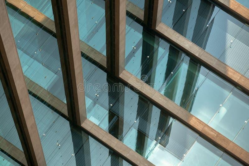 Abstrakt bild av en modern byggnad arkivbilder