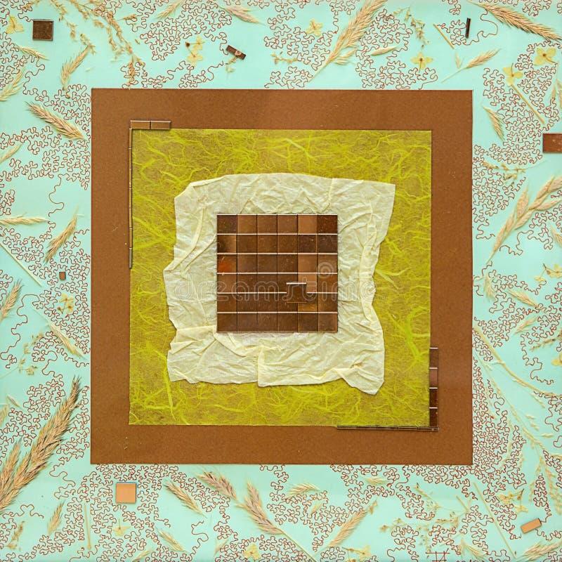 Abstrakt bild av pappers- och metallstycken arkivfoton