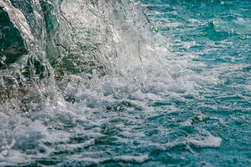 Abstrakt bild av vatten från springbrunnen med hög slutarehastighet arkivbild