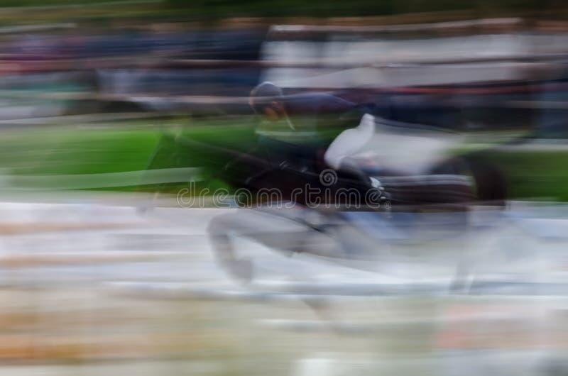 Abstrakt bild med en häst på showbanhoppningen royaltyfri foto