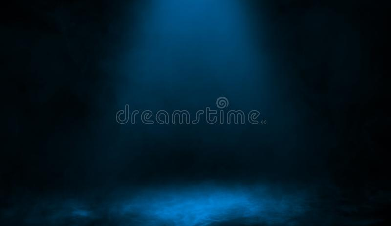Abstrakt blå strålkastare med rökmistdimma på en svart bakgrund Texturera bakgrund för diagram och rengöringsduk royaltyfri illustrationer
