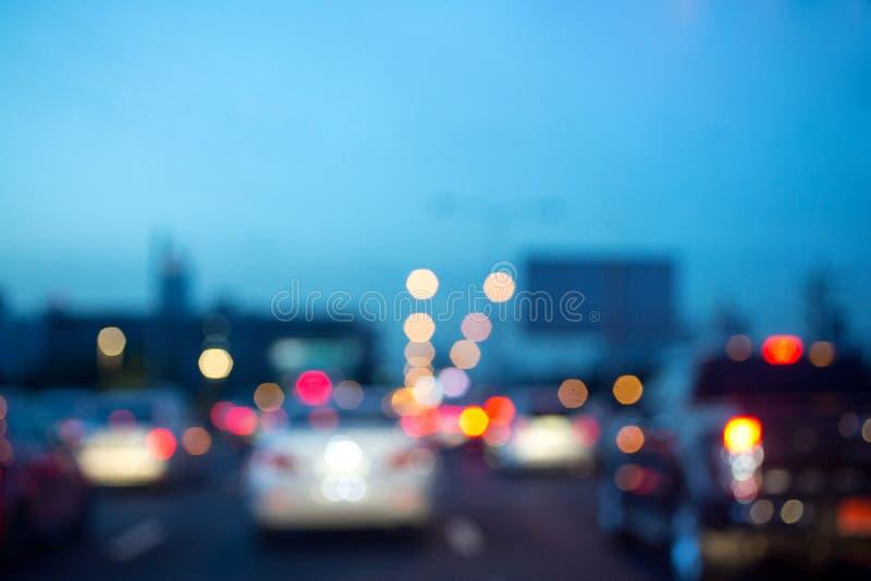 Abstrakt blurbokehbakgrund Nattljus av trafikstockning många arkivbild