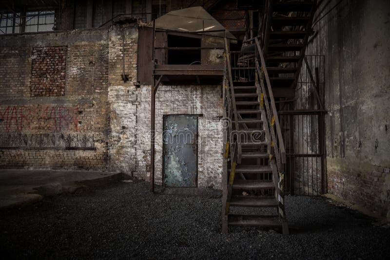 Abstrakt detalj av rostig trappa royaltyfri bild