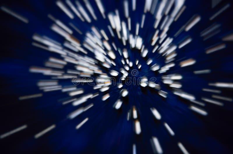 Abstrakt dynamiskt bakgrundsmönster för vita ränder i rymden royaltyfri bild