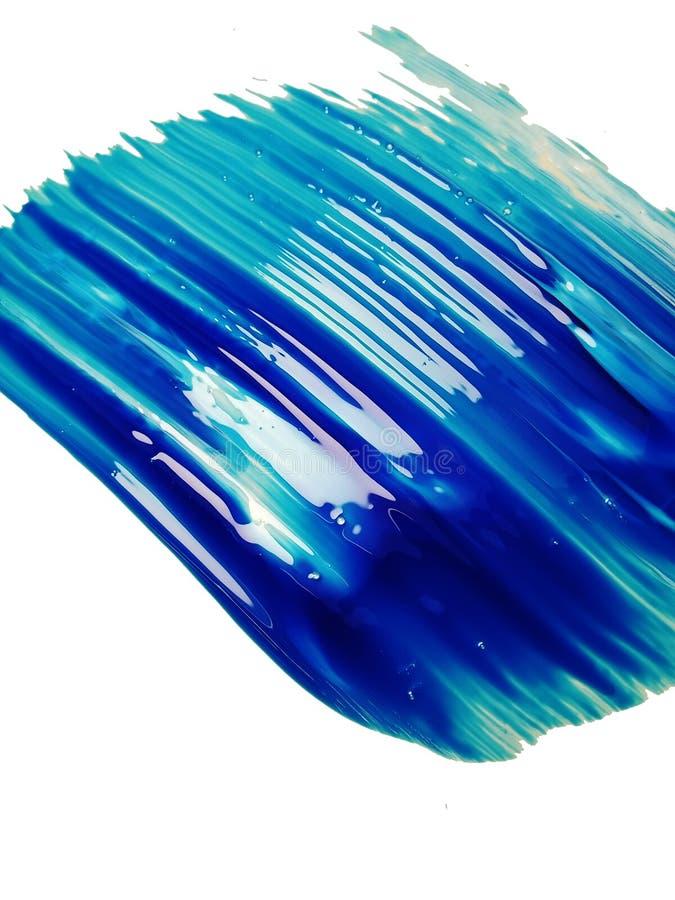 Abstrakt dynamiskt vitt utstryk av blått bläck, färger på en isolerad bakgrund arkivbild