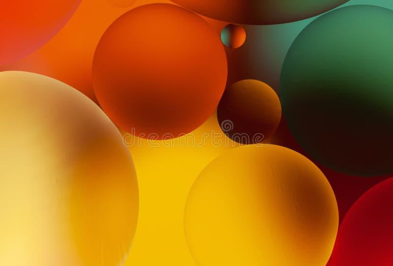 Abstrakt färgrik bakgrund med oljadroppar i vatten, makro Vetenskaps-, biologi- och bioteknikbegrepp arkivfoton