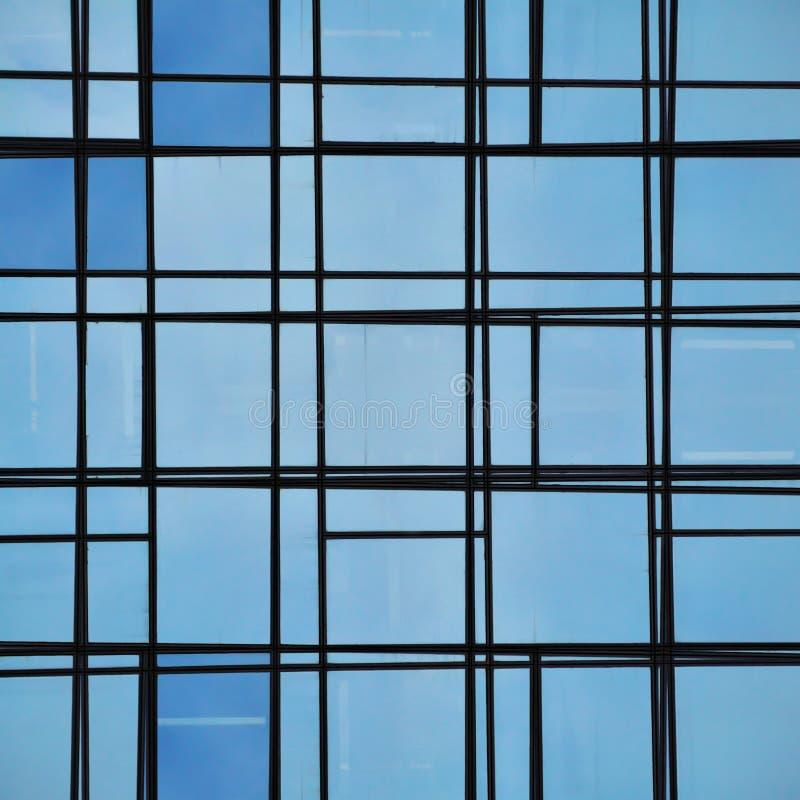 abstrakt facadeexponeringsglas lines reflexion royaltyfria bilder