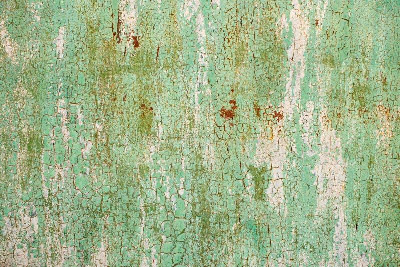 Abstrakt gammal texturerad bakgrund för grön och röd orange metall Craquelure Grov craqueluretextur arkivfoto