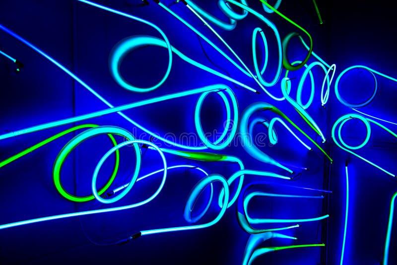 Abstrakt iluminujący neonowy znak fotografia stock