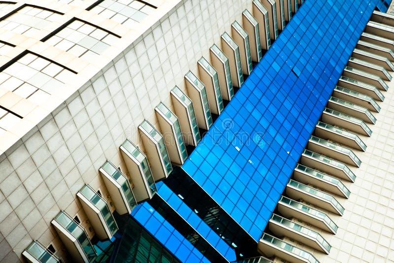 abstrakt kantjusteringsdiagonalskyskrapa royaltyfri fotografi