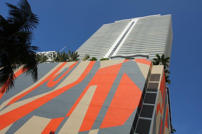 abstrakt konstbyggnad arkivfoto