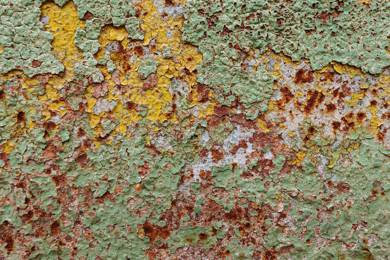 Abstrakt korodował kolorowego tapetowego grunge tła żelaza obierania ośniedziałą artystyczną ścienną farbę zdjęcie stock