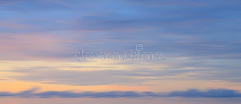 Abstrakt lång exponering som skjutas av solnedgång royaltyfri fotografi