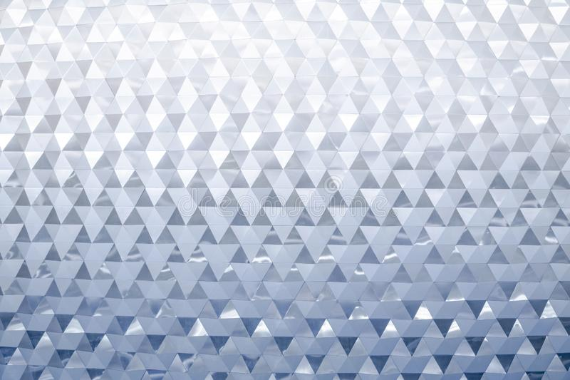 Abstrakt modern metallisk triangul?r v?ggmodell royaltyfri foto