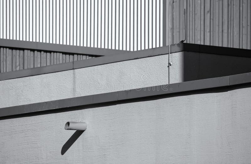 Abstrakt närbildskott av taket av en modern byggnadsmonokrom royaltyfria foton