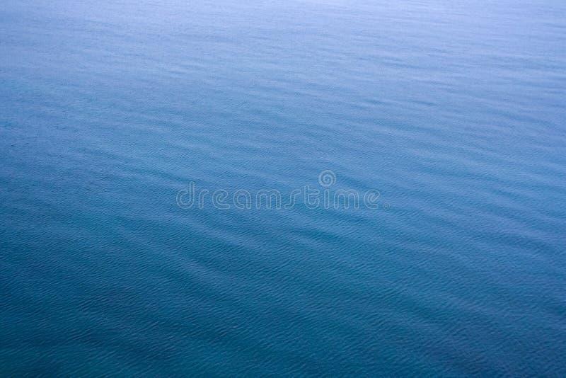 Abstrakt naturlig bl? bakgrund f?r havsvatten fotografering för bildbyråer