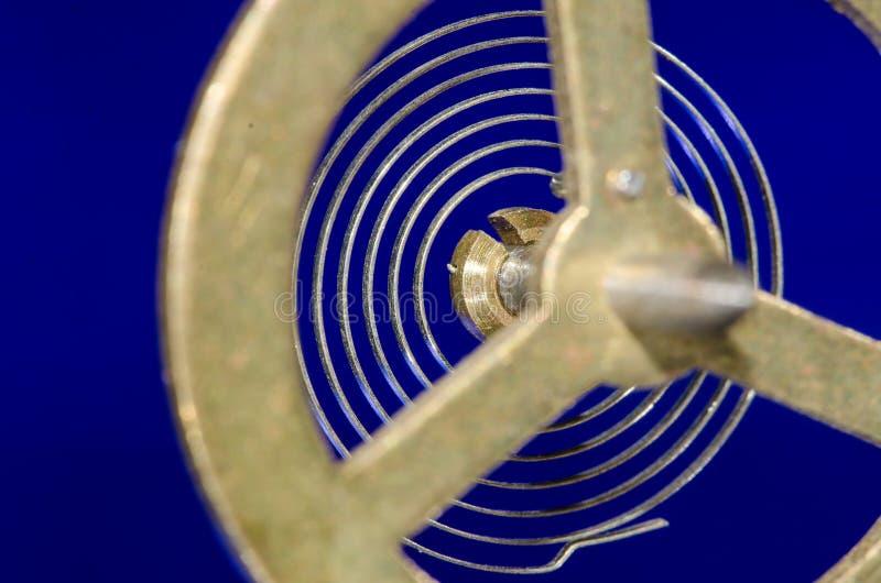 Abstrakt: Patrzeć Przez rocznika Kruszcowego Balansowego koła Swój Hairspring fotografia stock