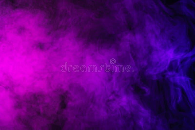 abstrakt purpur i menchii dym obraz stock