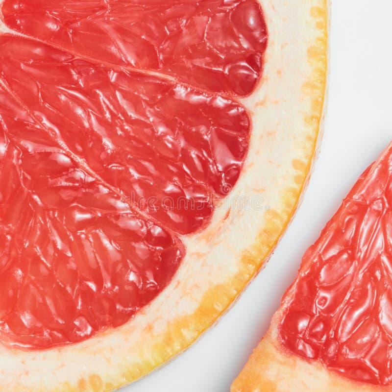 Abstrakt röd bakgrund med citrusfrukt arkivbilder