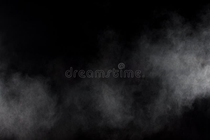 Abstrakt rök på svart bakgrund Vit rökoklarhet royaltyfri fotografi