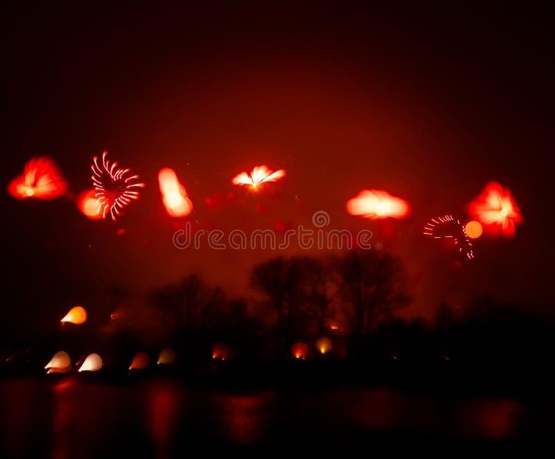 Abstrakt, rozmyty, styl kolorowa fajerwerki w czerwonym brzmieniu fotografia zdjęcia royalty free