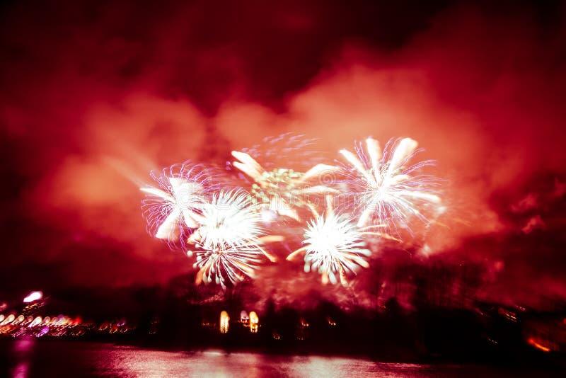 Abstrakt, rozmyty, styl kolorowa fajerwerki w czerwonym brzmieniu fotografia zdjęcie royalty free