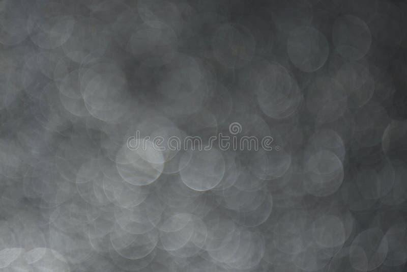 Abstrakt rund bokehbakgrund av svartvita cirklar royaltyfri fotografi
