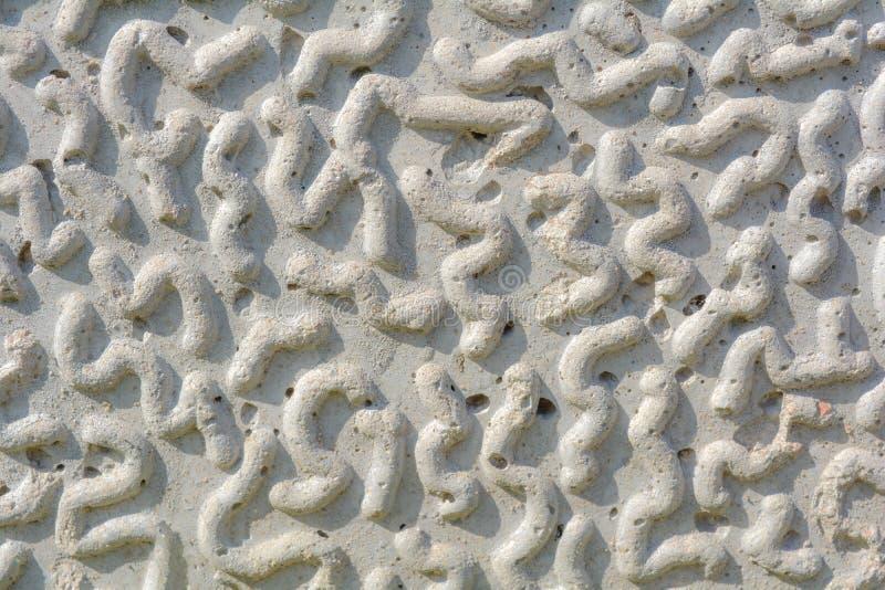 Abstrakt rzeźbiąca kamienna tekstura z dżdżownicą lub gąsienicowym kształtem grawerował elementy zdjęcia stock