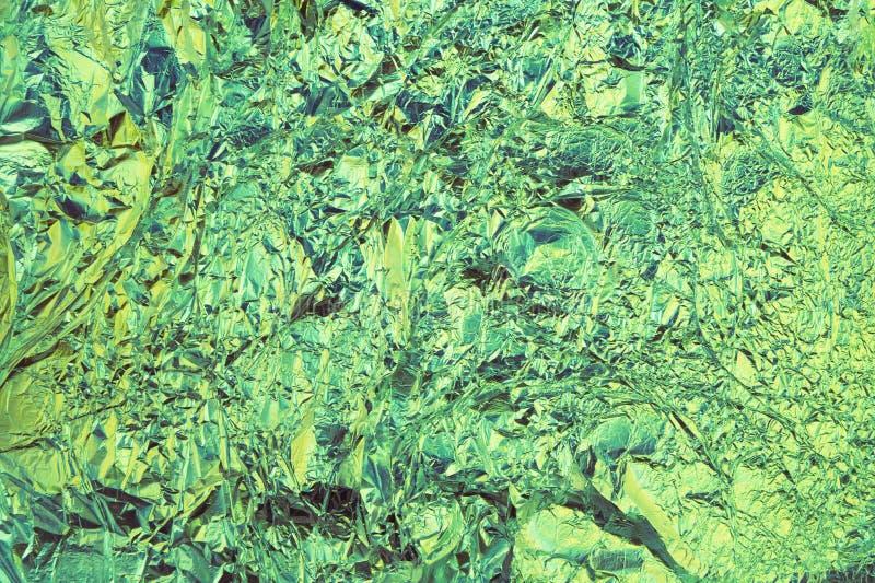Abstrakt skrynklig foliebakgrund Grungefotobakgrund Gr?splan- och bl?ttf?rger arkivbilder