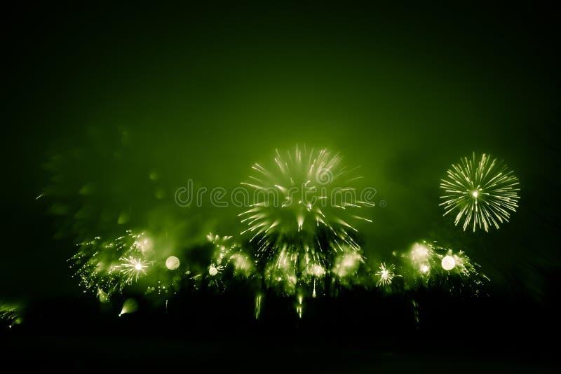 Abstrakt stylowa kolorowa fotografia fajerwerki w zielonym brzmieniu zdjęcia royalty free