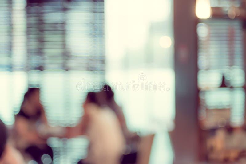 Abstrakt suddig bakgrund: Kund på restaurangsuddighetsbackgroen fotografering för bildbyråer
