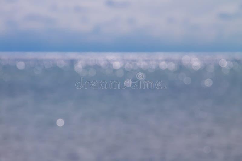 Abstrakt suddig bokehbakgrund av det blåa havet royaltyfri fotografi
