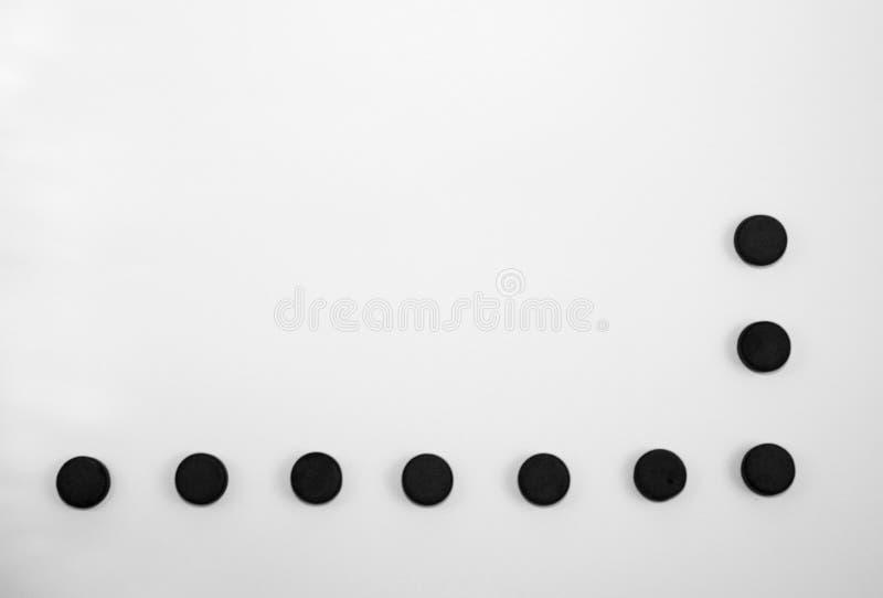 Abstrakt svart mjuk ram för preventivpillerar för kol för suddighetsrundasvart på vit bakgrund arkivbild