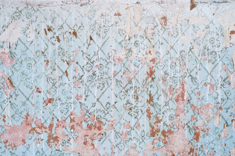 Abstrakt textur av den gamla blåa väggen sliten tappningvägg med fläckar av vit målarfärg sjaskig bakgrund wallpaper arkivfoto