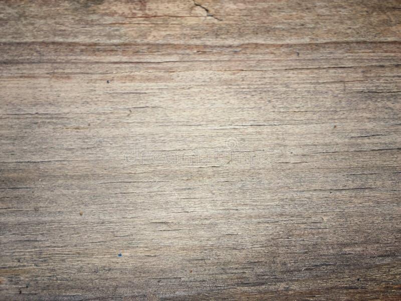 Abstrakt textur och bakgrund av träplattan med det gröna bladet av ormbunken arkivfoto