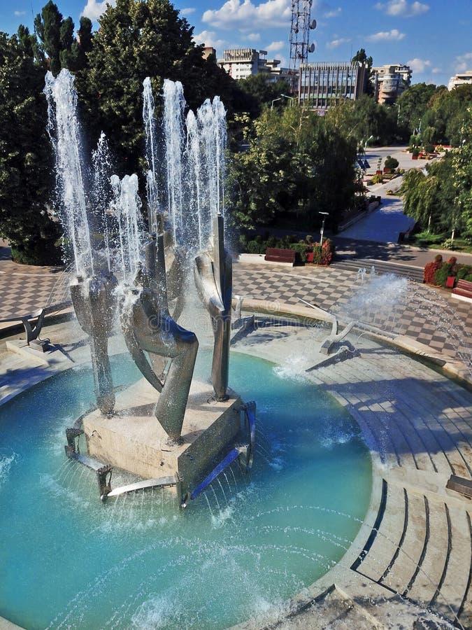 Abstrakt vattenspringbrunn i Braila Rumänien royaltyfri bild