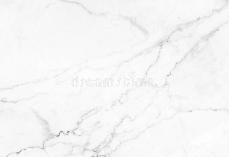 Abstrakt vit marmorbakgrund med naturliga motiv royaltyfri fotografi
