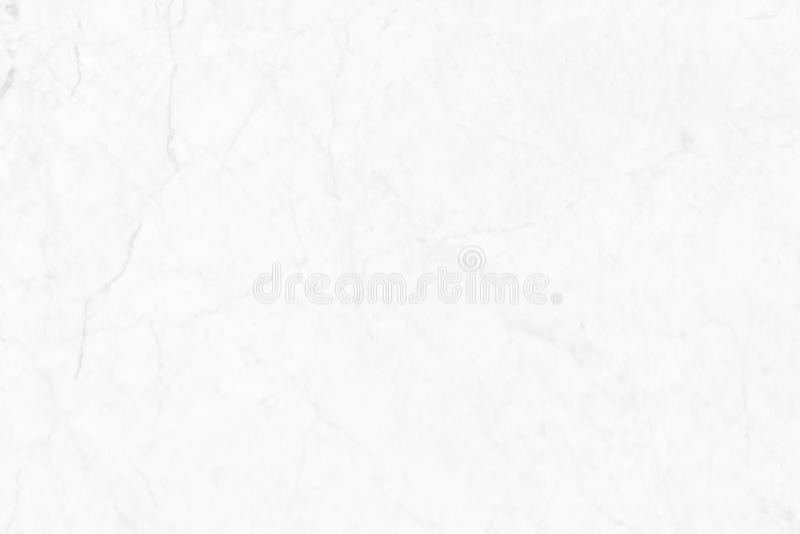 Abstrakt vit marmorbakgrund med naturliga motiv royaltyfri foto