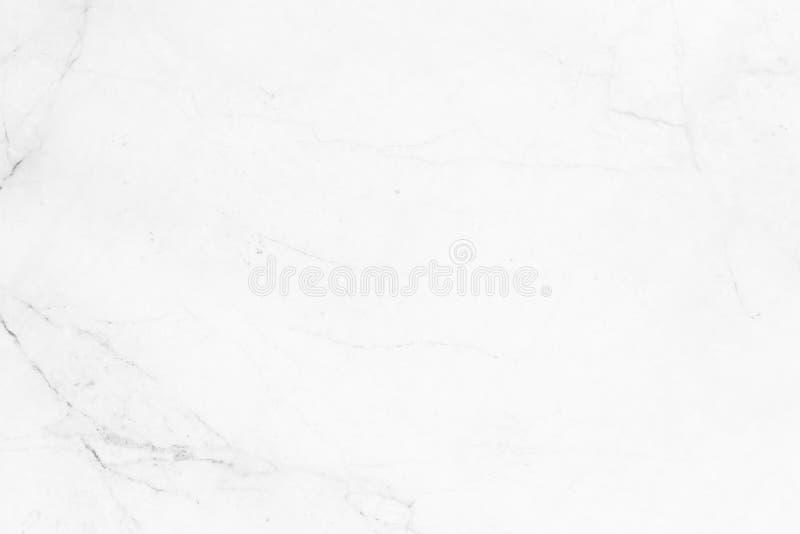 Abstrakt vit marmorbakgrund med naturliga motiv royaltyfria foton