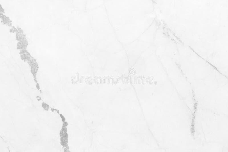 Abstrakt vit marmorbakgrund med naturliga motiv för arbete a royaltyfri bild