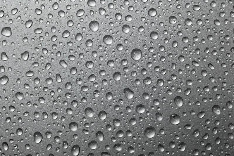 Abstrakt wody krople na srebnym tle fotografia stock