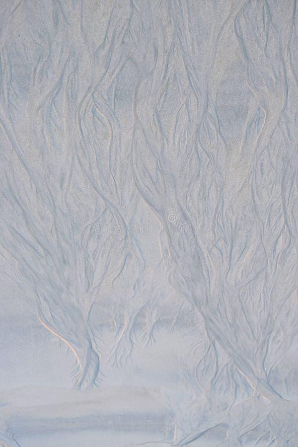 Abstrakt Wykłada, Wygina się, Tworzy, Kształtuje, i wzory na Piaskowatej plaży opłacie Nawadniać prąd - Naturalny tło fotografia stock